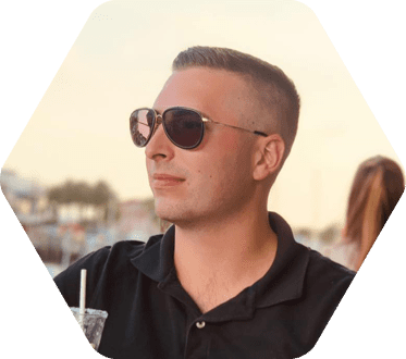 Eckerd College economics student with sunglasses