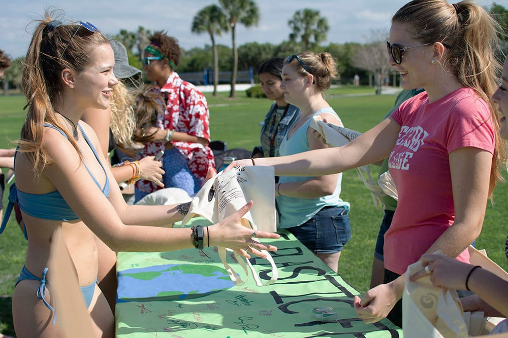 Students trade in plastic bags for reusable cloth bags