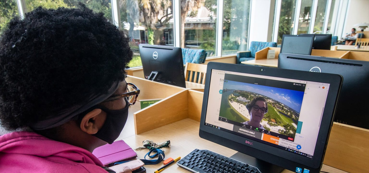 Eckerd College student uses the library's Zoom reference desk