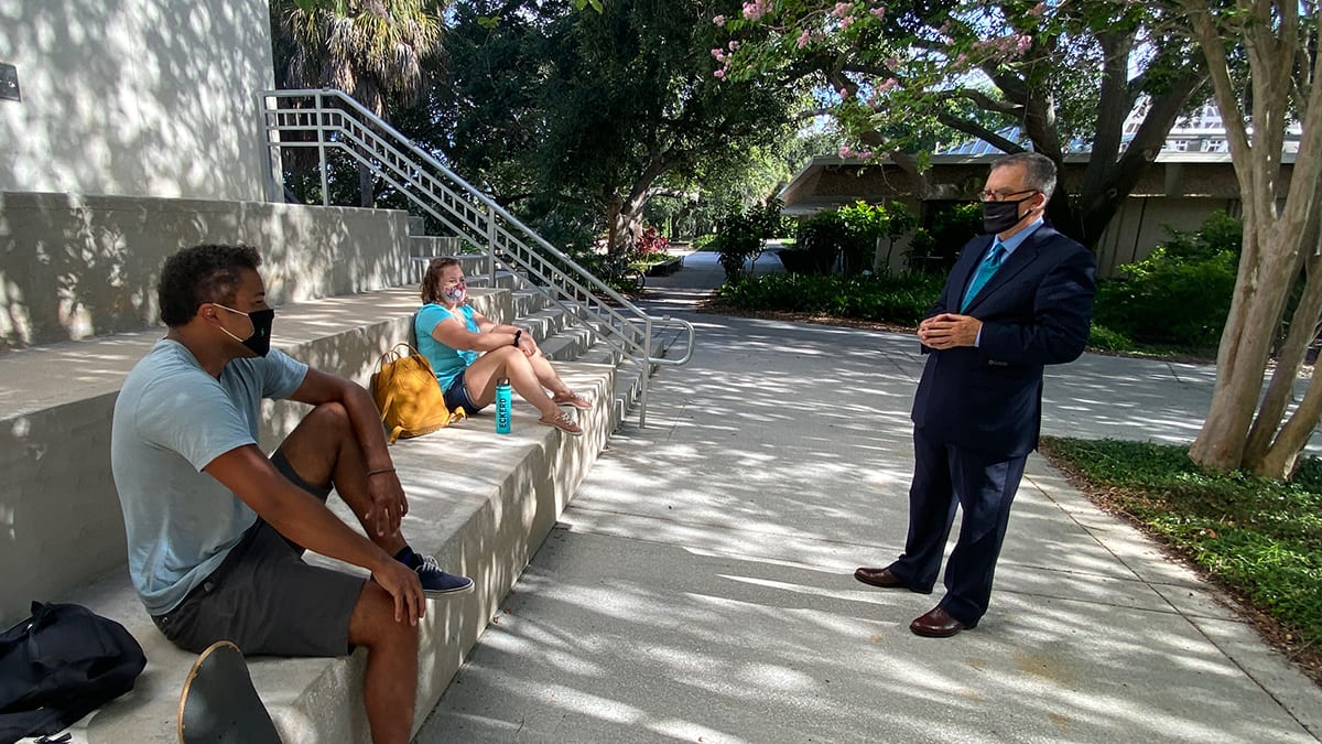 President Fernandez chats with students outside Eckerd College library